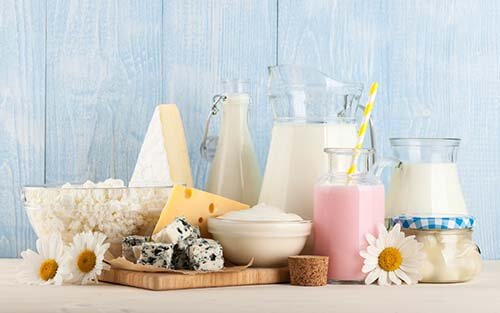 dovresti passare ai latticini pieni di grassi?